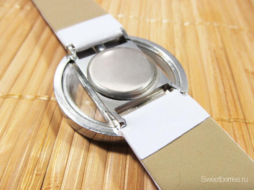 женские часы с белым ремешком